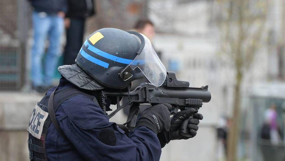 """""""Ouvrir le feu sur la foule"""" : des policiers demandent à Macron de s'expliquer"""