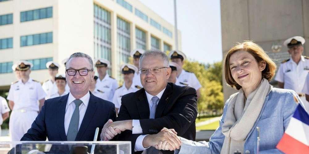 """La France et l'Australie signent """"le contrat du siècle"""" pour 31 milliards d'euros"""