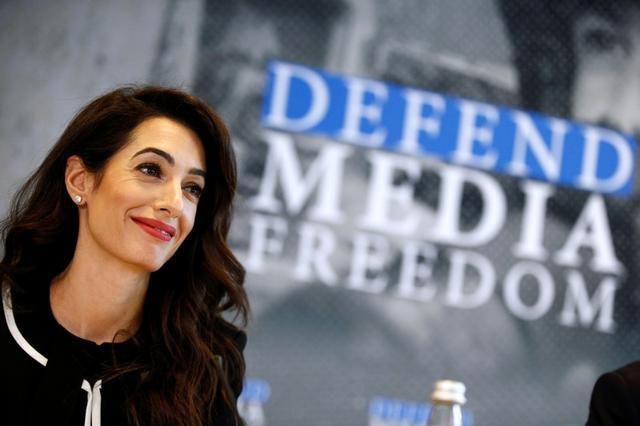 Amal Clooney, l'invitée surprise d'une réunion préparatoire du G7 à Dinard est venue défendre la liberté de la presse.