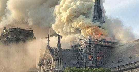 La cathédrale de Paris n'a pas brûlé toute seule, Quod Erat Demonstrandum.
