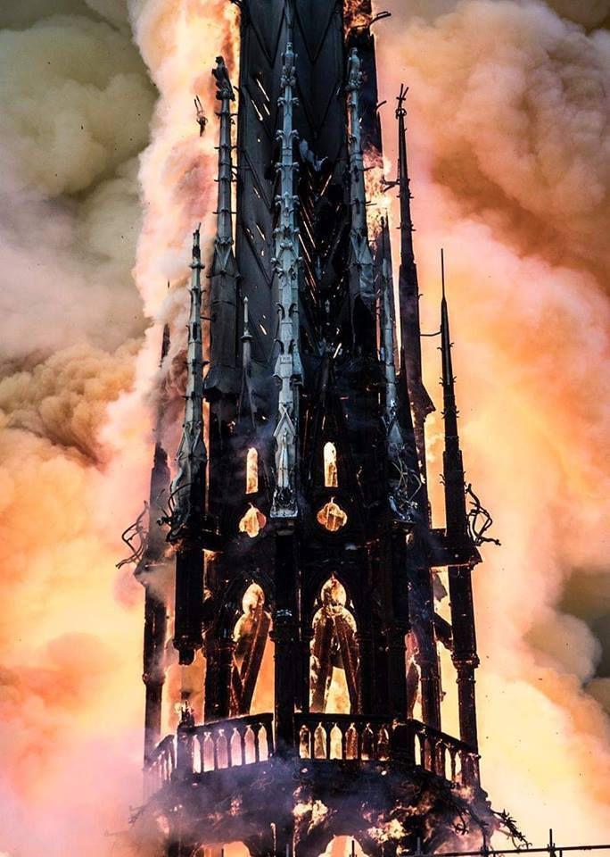 Tiens ... Tiens ... A cause de trop de plomb, certains bâtiments administratifs aux abords de la cathédrale ont été reconnus comme potentiellement à risque.
