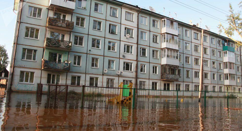 Au moins 12 morts et 751 blessés dans les inondations en Sibérie - images