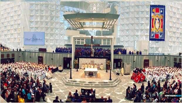 CÉRÉMONIE D'INAUGURATION de l'église catholique du Nouvel Âge de 134 millions de dollars