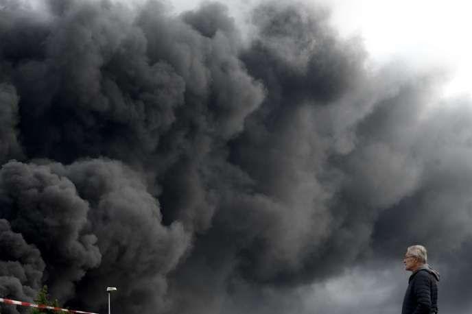 Après l'incendie de l'usine Lubrizol à Rouen, les recommandations sanitaires se multiplient