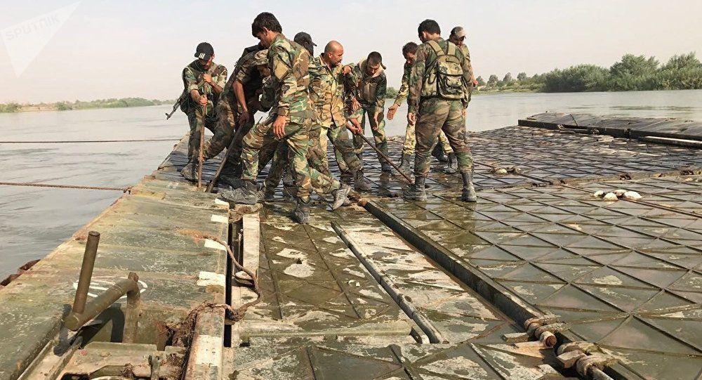 Les militaires syriens et russes ont construit un pont sur l'Euphrate à Deir ez-Zor