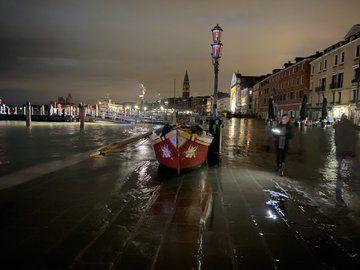Italie : Venise touchée par une marée haute historique