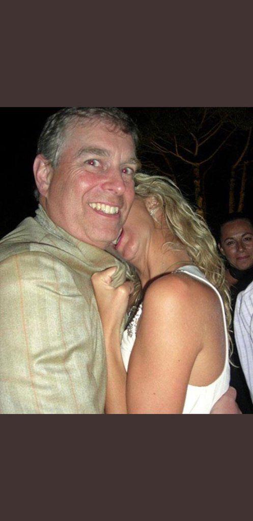 Le prince Andrew nie avoir violé Virginia Roberts...parce qu'il était en train de manger une pizza
