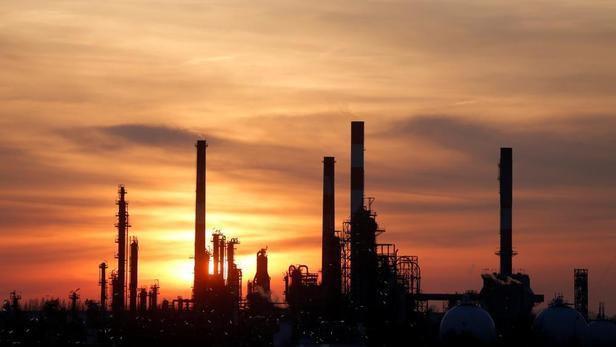 La raffinerie de Grandpuits, en Seine-et-Marne, subit des blocages depuis plusieurs semaines. Christian Hartmann / Reuters