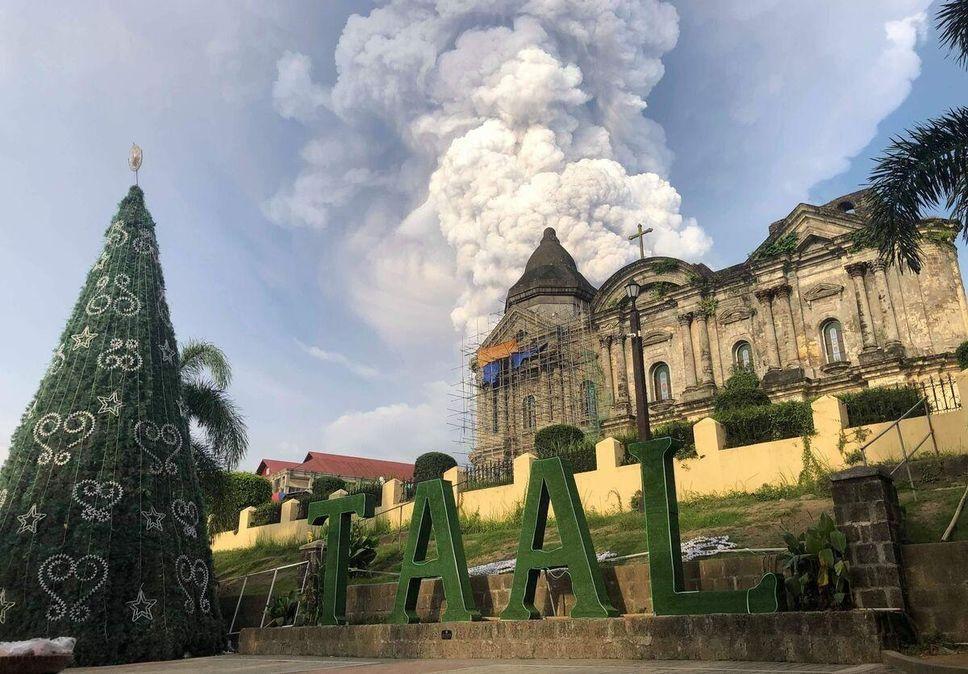 Après le volcan Popocatépetl, celui de White Island en Nouvelle-Zélande, le Anak Krakatau de Sumatra, le Cumbre des Galápagos, le Piton de la fournaise qui se trémousse, un nouveau volcan, le Taal, explose aux Philippines en quelques semaines.