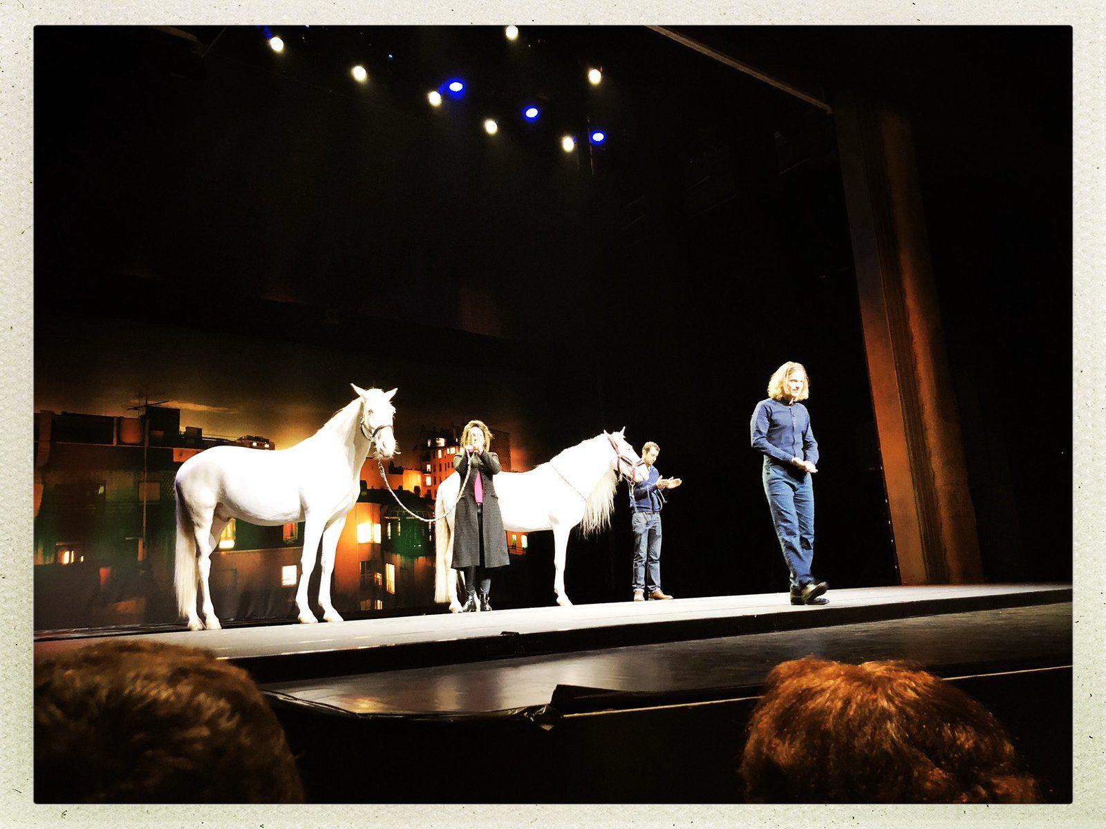 Emmanuel et Brigitte Macron de retour au théâtre ce vendredi  … comme si de rien n'était
