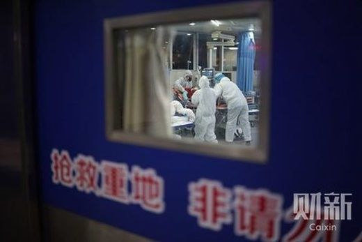 © Caixin Ding Gang Le soir du 4 février 2020, Wuhan, Hubei, salle d'urgence de l'hôpital de Zhongnan de l'Université de Wuhan.