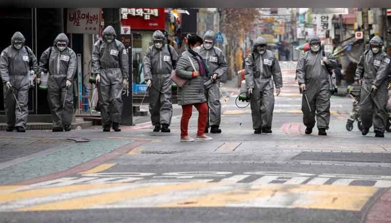 Des milliers de patients attendent des lits d'hôpitaux en Corée du Sud, la pénurie de kits de tests aux États-Unis oblige les patients à « se démener »