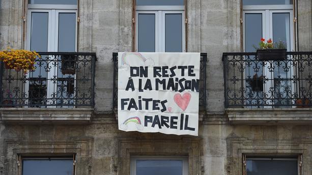 FRANCE - CORONAVIRUS : Confinement : durée prolongée, couvre-feu, drones de surveillance, jogging à 500m...