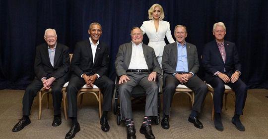 Le symbolisme sera leur chute = La photo de Lady Gaga et de cinq anciens présidents devient virale