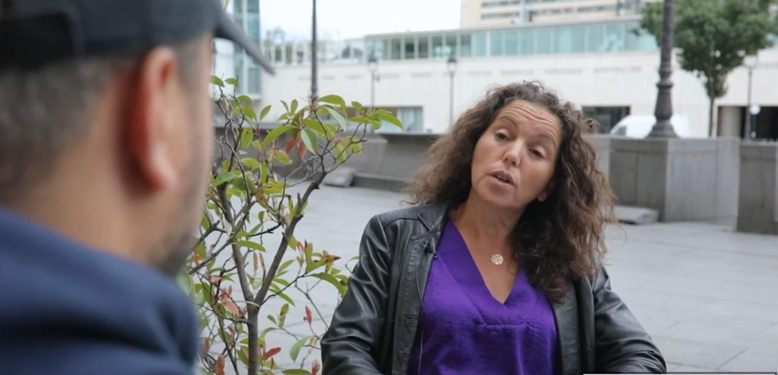 L'Interview vidéo de Farida, cette infirmière courage qui à été tant salie, sans honte par des médias et des boue-litiques !