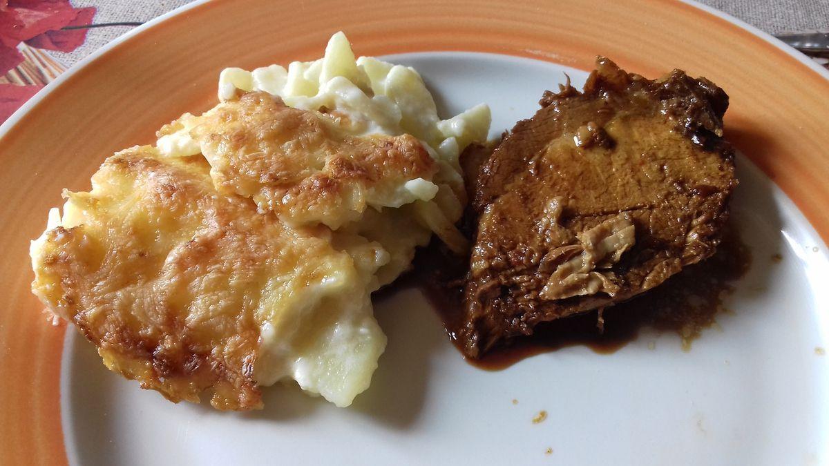 Rôti de porc en cocotte sauce au vinaigre balsamique et son gratin de pommes de terre à la fourme d'ambert