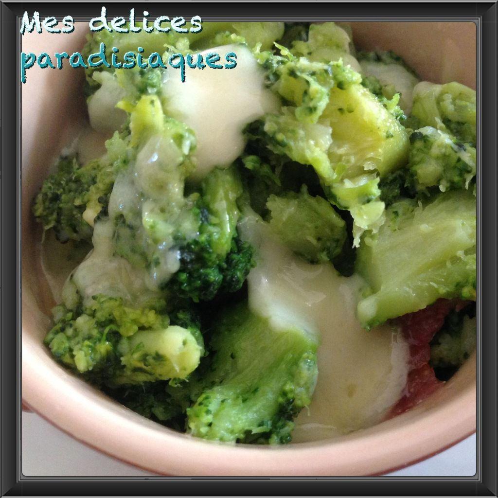 Cassolette de brocolis au jambon du pays et dés d'abondance fruitière