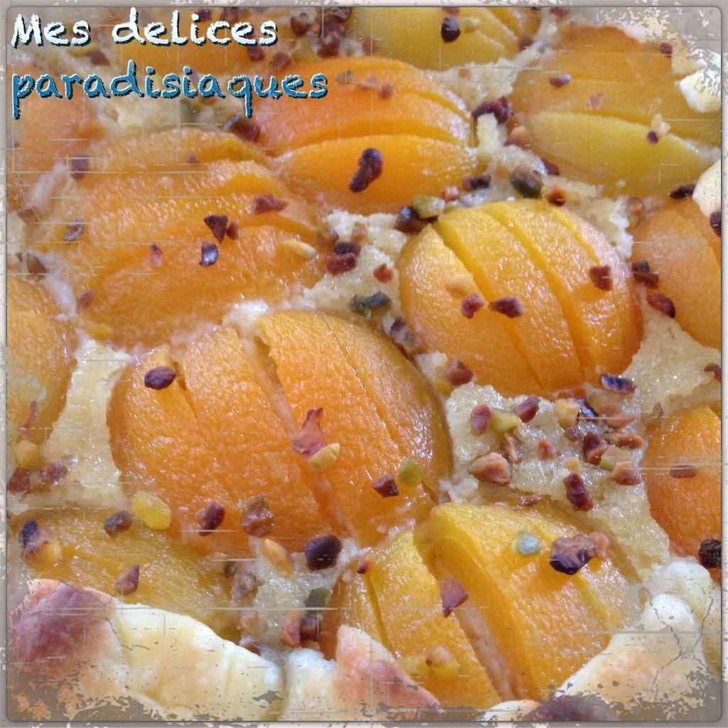 Tarte sablée crème frangipane amande abricot et éclats de pistache