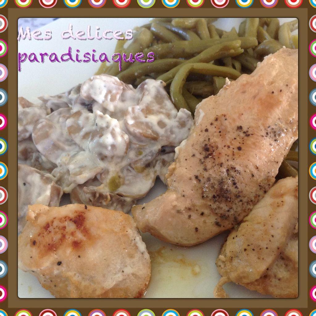 Aiguillettes de poulet au poivre champignons crémeux et haricots verts persillés