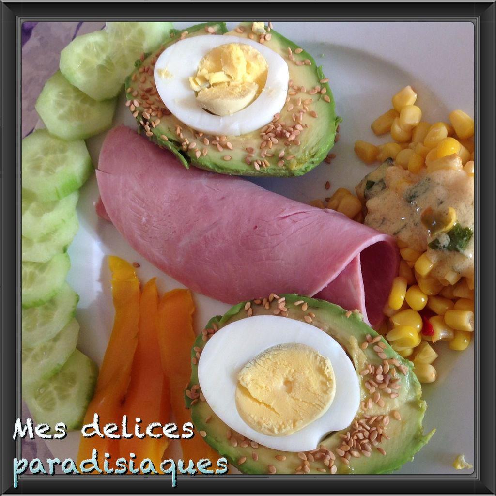 Avocats coeur oeuf dur et sésame, concombre, poivron et maïs