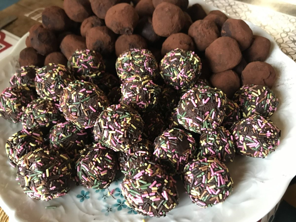 Truffes au chocolat noir et au rhum enrobage vermicelles colorés