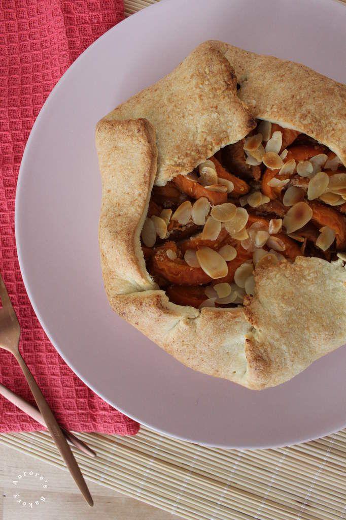 Tarte rustique abricots & amandes.