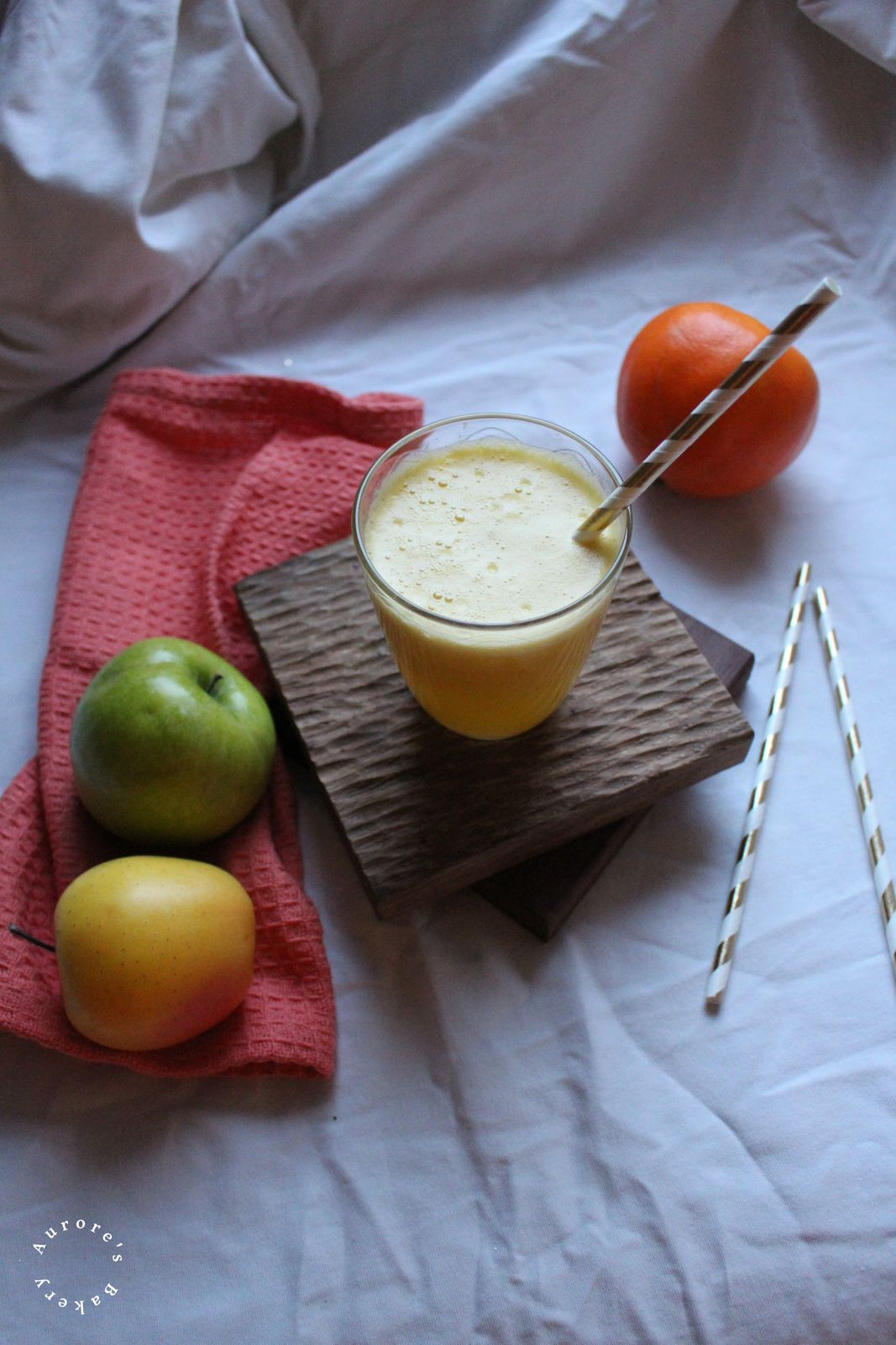 Smoothie aux 2 pommes, ananas & orange.