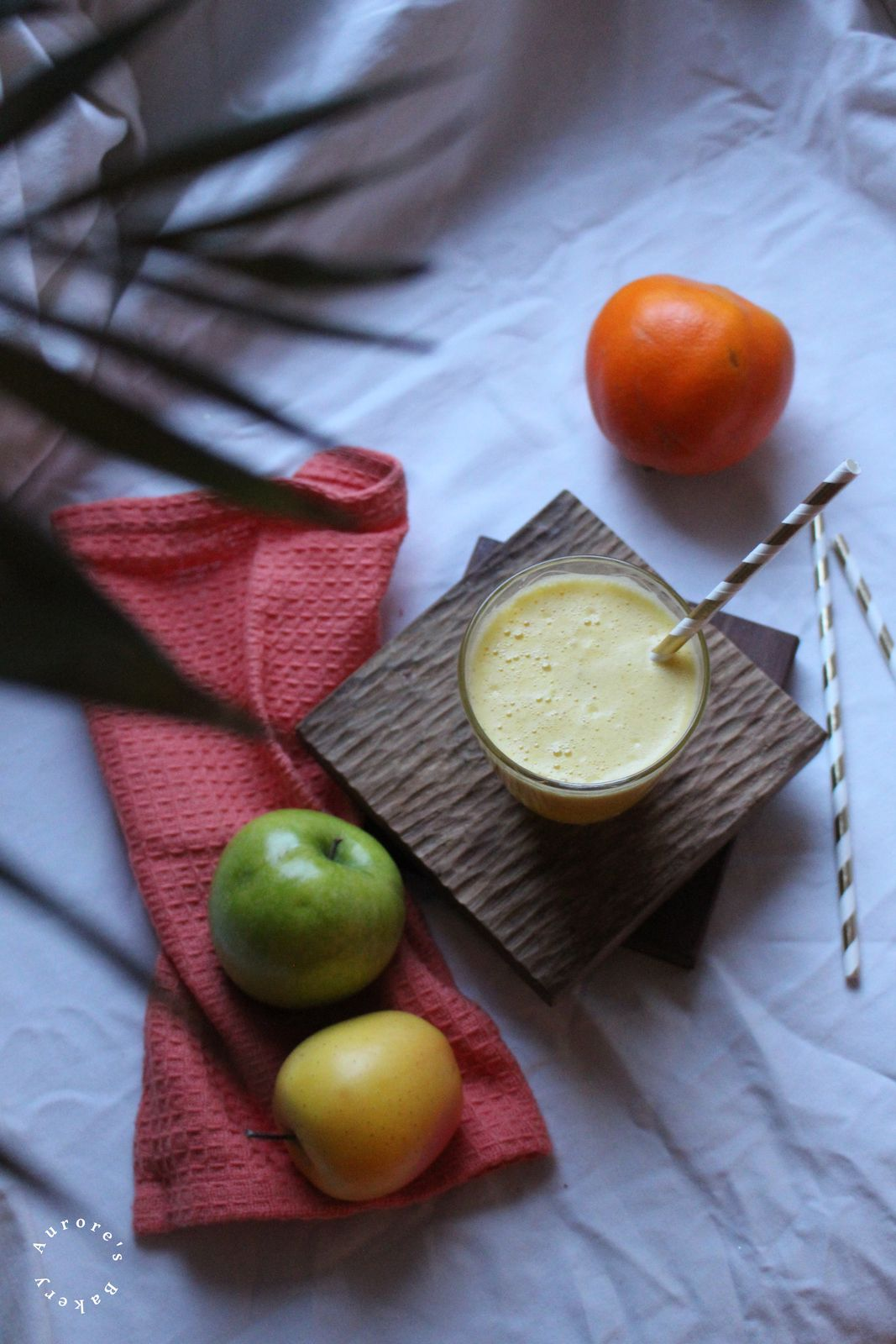 Smoothie aux 2 pommes, ananas & orange.