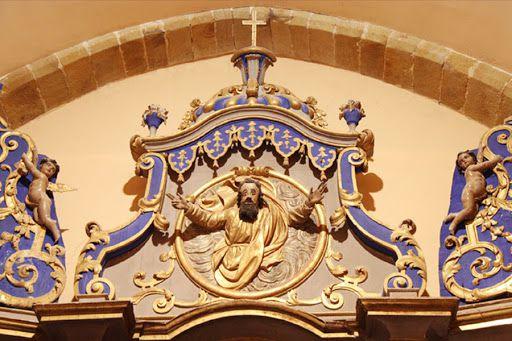 Roquefixade (Ariège), détail du retable du 18° s. Dieu regarde vers son Christ (Photo Mairie Roquefixade)