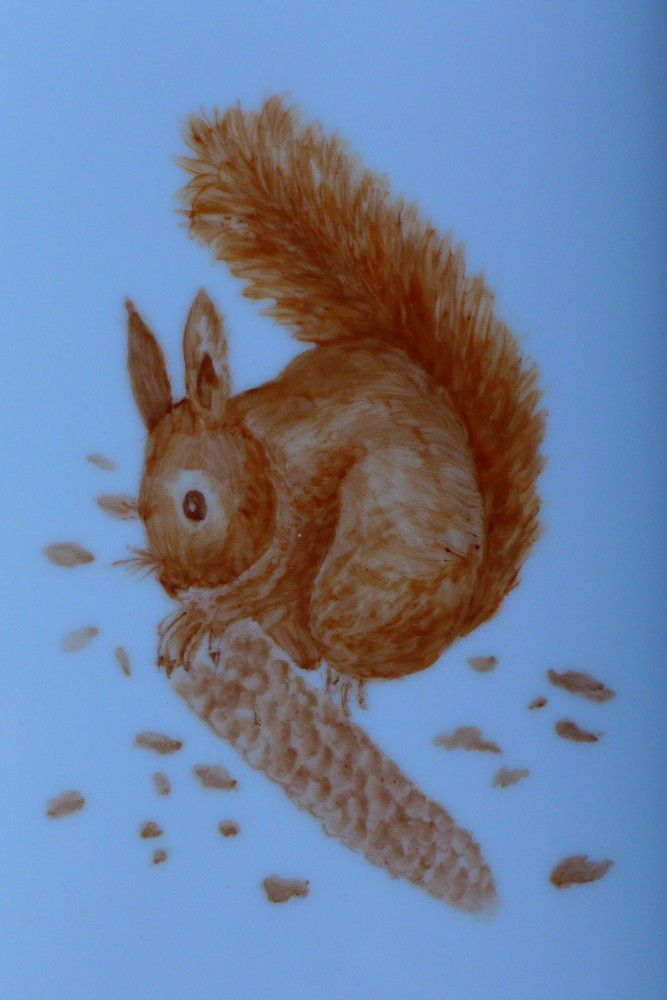 L'écureuil peint sur porcelaine par Yvette...