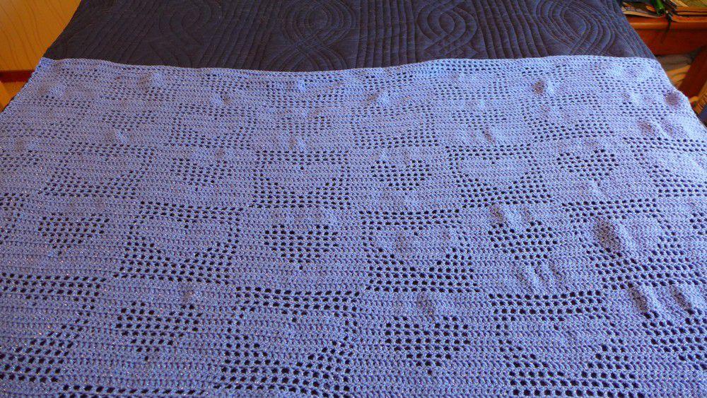 Un mini couvre-lit au crochet...