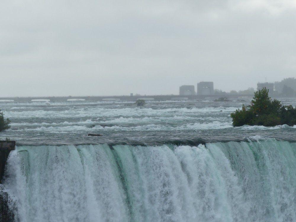 Les chutes du Niagara, vues de la rive canadienne...