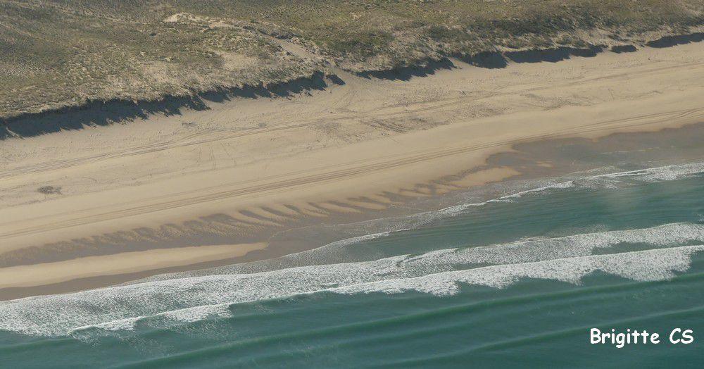 Dentelles de vagues au bord de l'Océan...