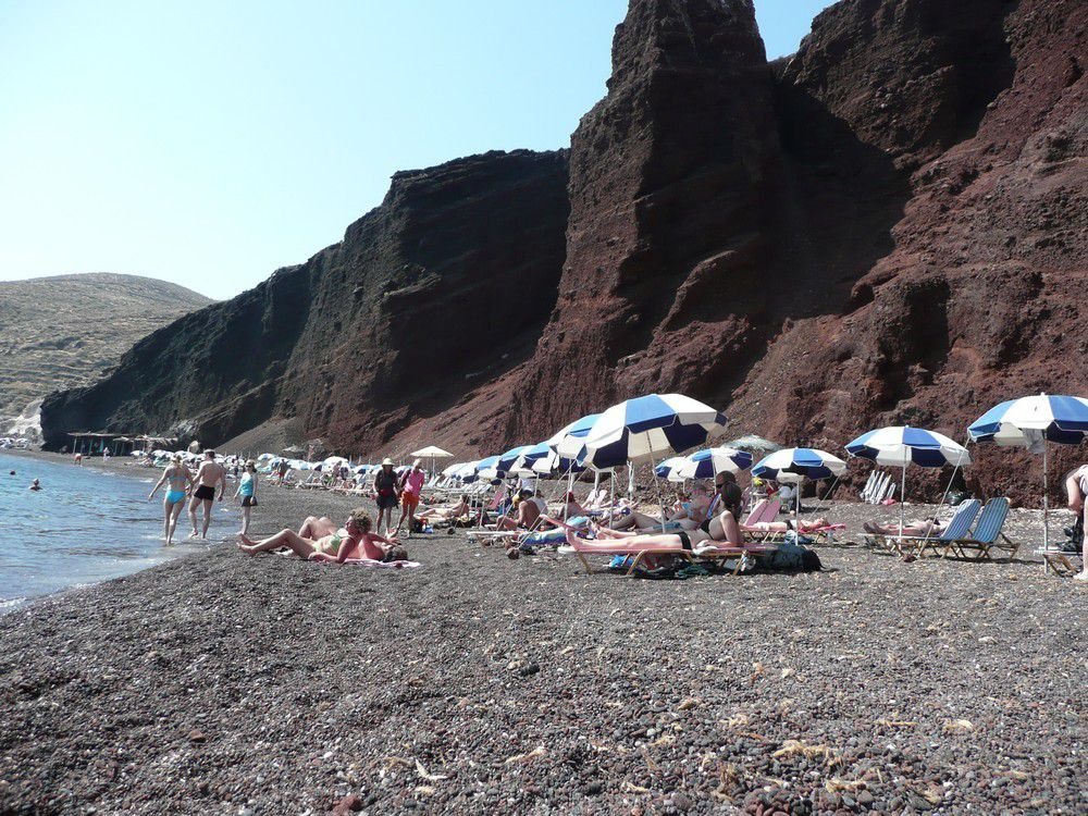 La plage de Red Beach à Santorin...