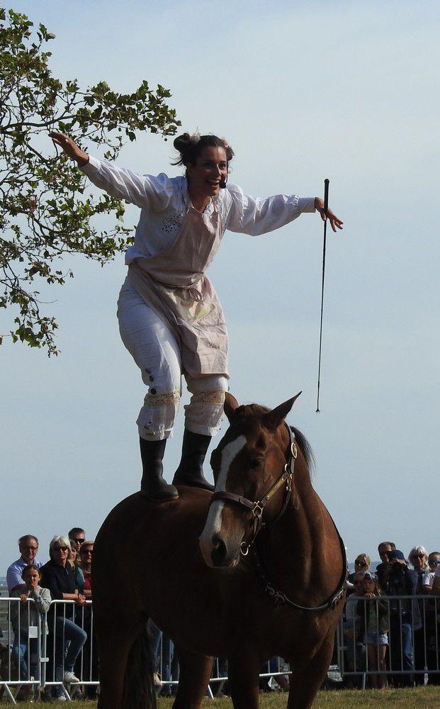 """Un joli spectacle équestre : """"La femme chaussette"""" (2/2)..."""