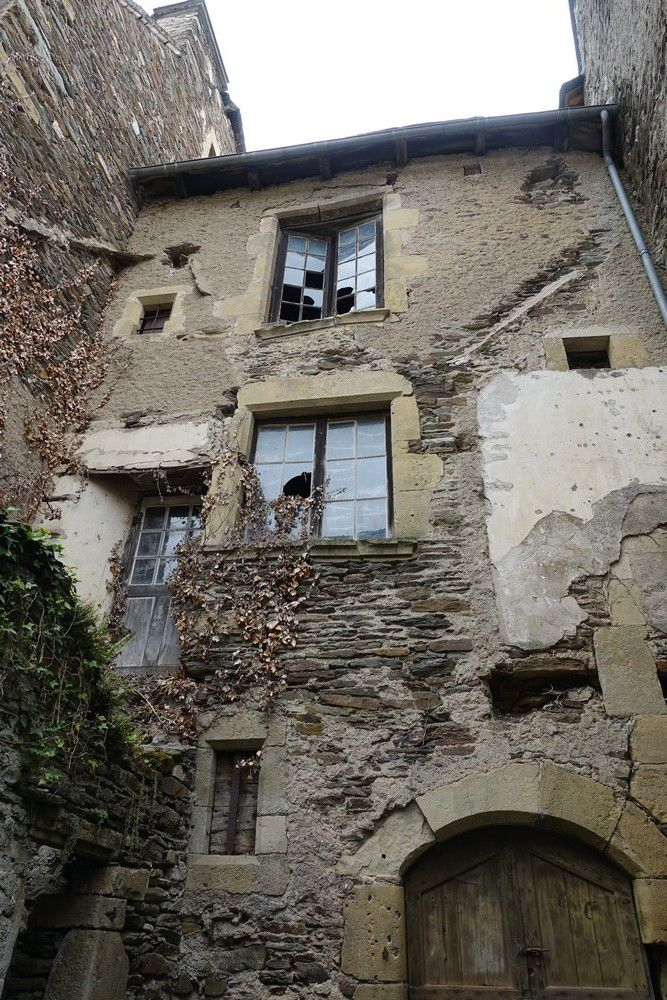 Le joli village d'Estaing...