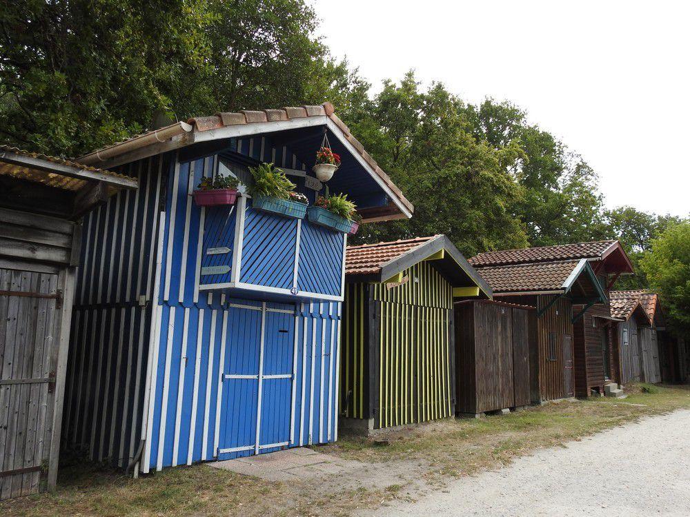 Le port de Biganos et ses maisons colorées...