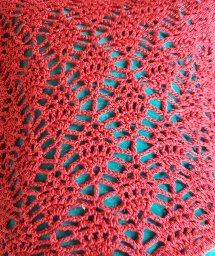 Une tunique rouge au point ananas, au crochet...