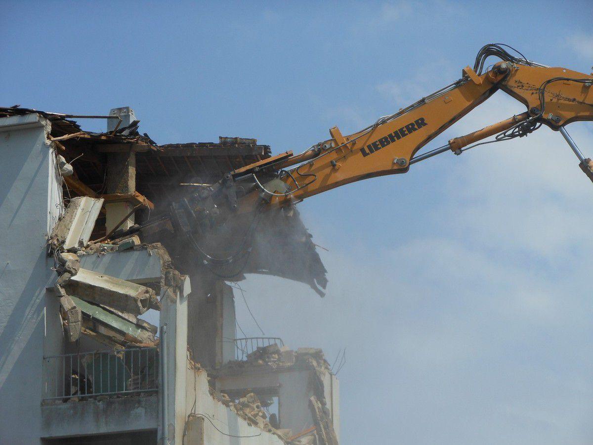 La cité Waron : Début de démolition