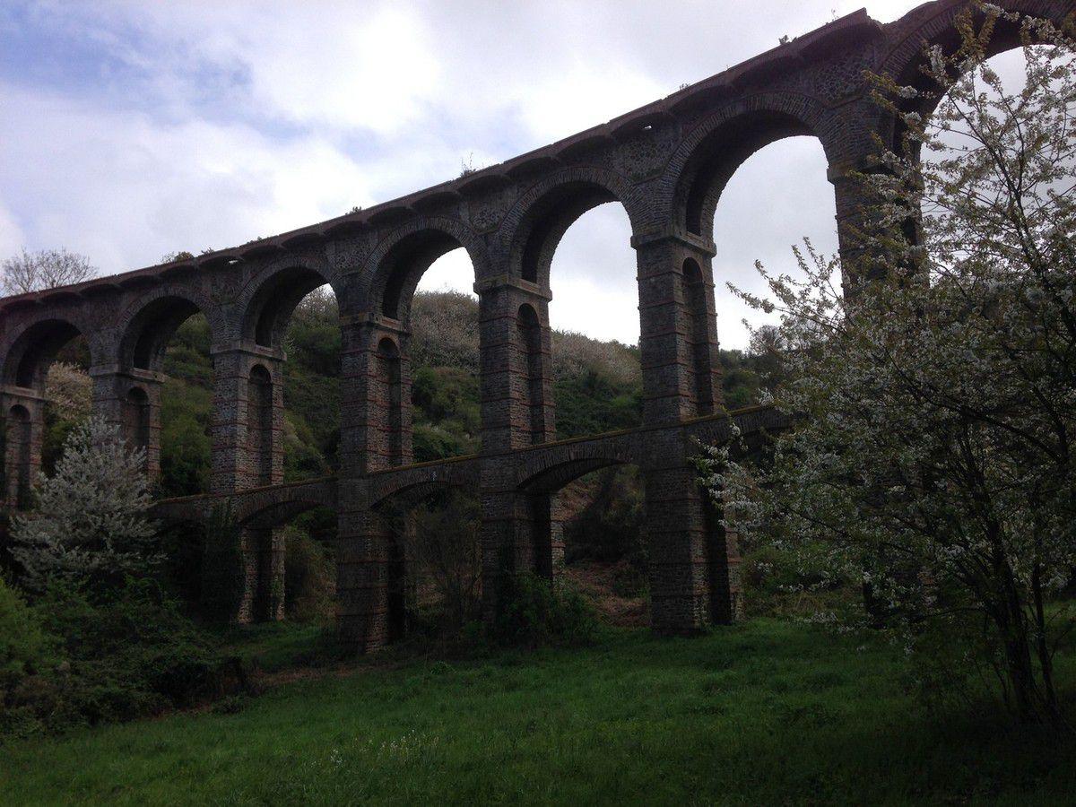 Un pont : Louis Harel de la Noë