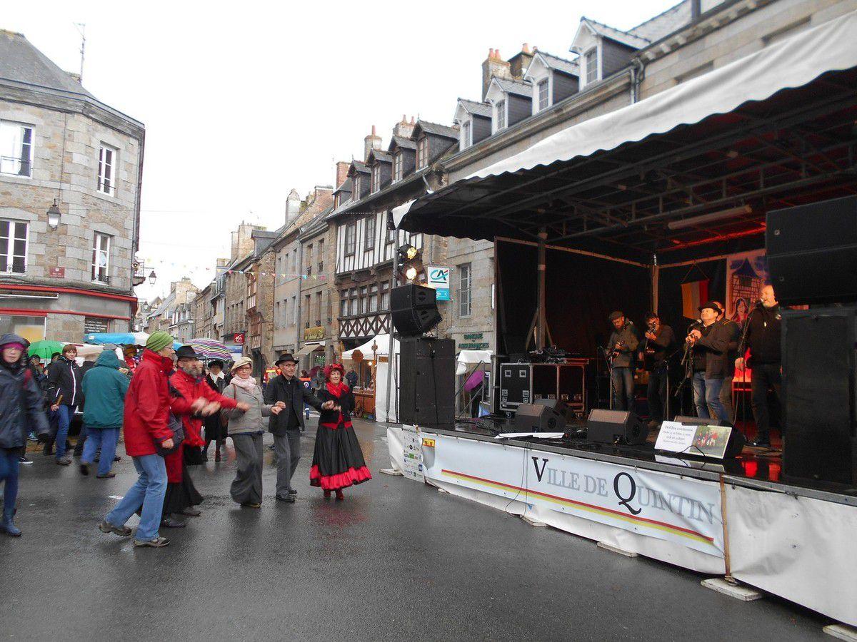 Festival des Chanteurs de rue à Quintin