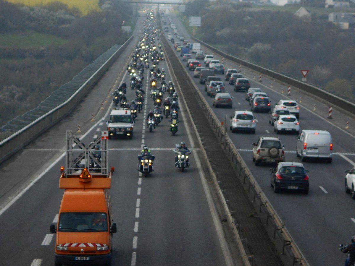 Saint-Brieuc : Les motards en colère bloque la RN12