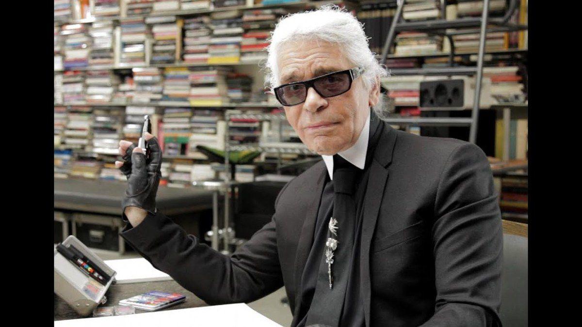 Le couturier de mode Karl Lagerfeld est mort