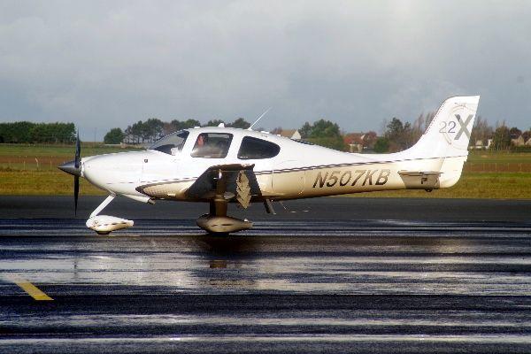 Le Cirrus SR-22 N507KB.