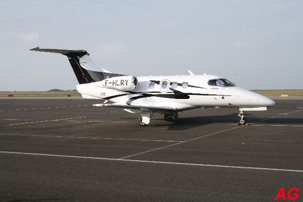 L'Embraer 500 Phenom 100 F-HLRY.