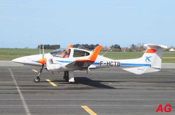 Le Diamond DA-42 F-HCTB de la DGAC. En fait ils sont surtout utilisés par l'ENAC à Saint Yan.