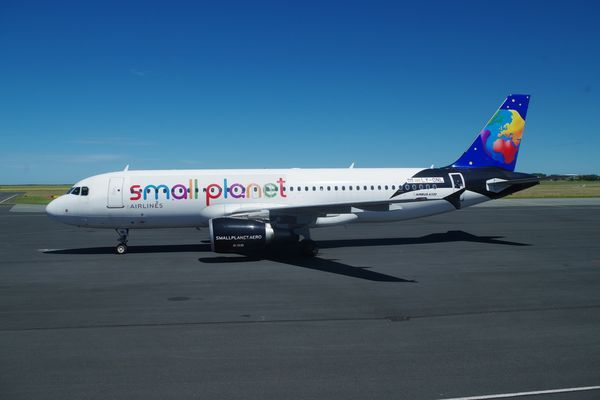 "L'Airbus A-320 LY-ONL de la compagnie Lithuanienne ""Small Planet Airlines""."