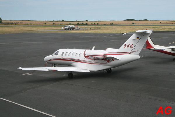 Le Cessna Citation CJ2 D-IFIS.
