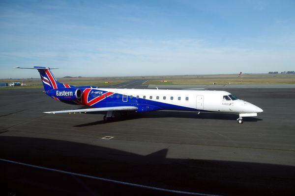 L'Embraer ERJ-145 F-HFCN, dernier entré chez la compagnie Valljet. Il porte encore les couleurs de l'ancien propriétaire.