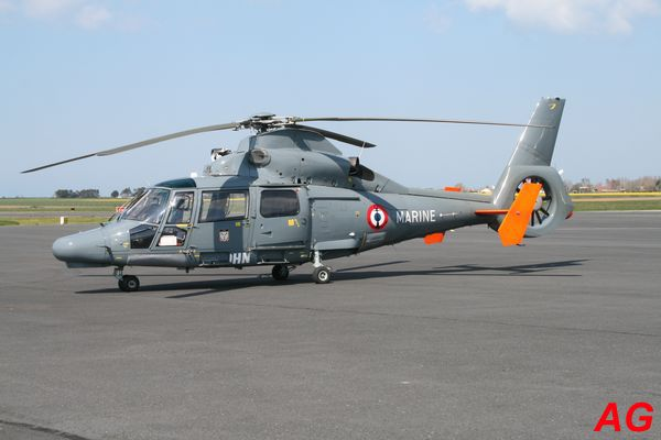L'Eurocopter (Aérospatiale) AS-365N1 Dauphin 2 F-HOHN. Appareil de location affrêté par la Marine Nationale.